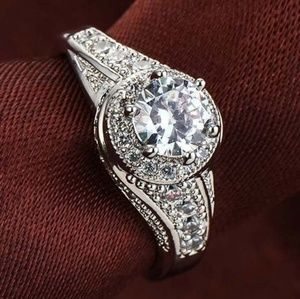 Jewelry - EXQUISITE ROUND CZ & .925 STERLING SILVER RING